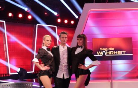 Magic Man Willi Auerbach with his showgirls